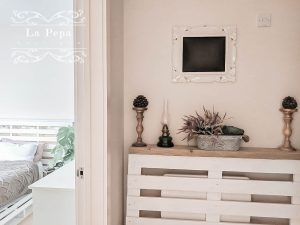 Upcycle | Simple Pallet Radiator Cover