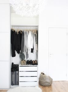 Minimal and Sustainable Wardrobe 1